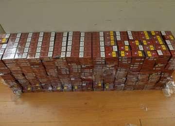 SĂCEL - 1.200 pachete cu țigări de contrabandă,  descoperite într-un autoturism