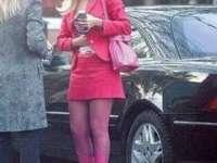 Sacourile colorate, fustele mini şi rochiţele mulate ar putea fi interzise în Parlament