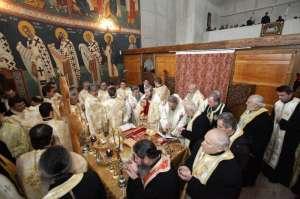SANCŢIUNI: Cei doi preoţi care s-au bătut în faţa unei biserici din Sighet riscă retragerea harului preoţesc