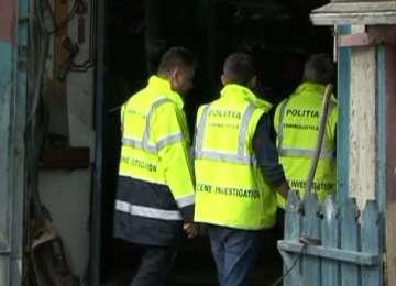 SĂPÂNŢA: Criminaliștii au săpăt în curtea unei gospodării pentru a elucida o crimă comisă acum 12 ani