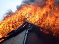 ȘAPTE INCENDII ÎNTR-O SINGURĂ ZI – O gospodărie din Rozavlea distrusă în totalitate de flăcări. Incendiu și la Sighet