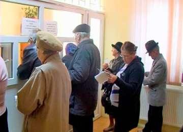 SĂRBĂTORI TRISTE - Mii de pensionari împrumută bani de la CAR pentru masa de Crăciun