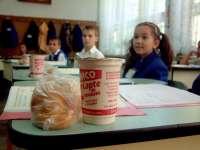 Șase firme sunt interesate să distribuie laptele şi cornul în școlile din Maramureș