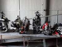 Șase motociclete dezmembrate și un scuter căutate de autoritățile din Italia, descoperite la P.T.F Petea