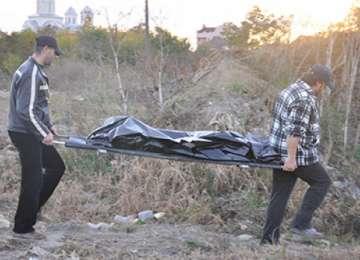 SATU MARE - O fetiţă dată DISPĂRUTĂ a fost găsită MOARTĂ într-un sac lângă un lac