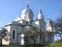 Scandal la REMEȚI – Sătenii l-au alungat pe preotul rutean din sat