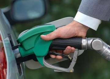 SCUMPIRI: Acciza la carburanţi se aplică de la 1 aprilie