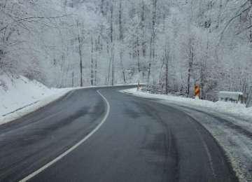 SE CIRCULĂ ÎN CONDIŢII DE IARNĂ – Ninge în Pasul Prislop