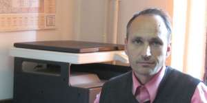 Secretarul comunei Săpânța s-a mutat în Sighet, fiind amenințat cu moartea. Ovidiu Nemeș s-a prezentat la Primăria din comună, provocând scandal