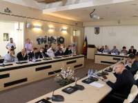 ȘEDINȚĂ DE CL CU SCÂNTEI - Consilierii sigheteni au respins o donație propusă de către Primar pentru Parohia Reformată