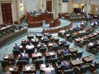 Senat: Persoanele cu handicap care exercită profesii liberale vor fi scutite de impozit