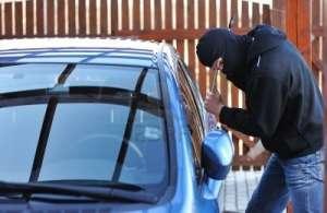 Sfaturile polițiștilor pentru prevenirea furturilor de și din autoturisme