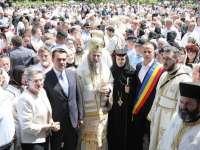 SFINȚII 12 APOSTOLI - Hramul mănăstirii maramureșene Bârsana