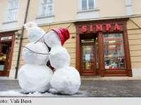 SIBIU: Îndrăgostiții, chemați pe 14 februarie să se sărute lângă doi oameni de zăpadă înamorați