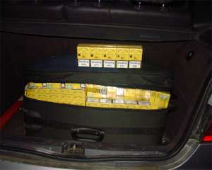 SIGHET - 18.000 pachete de țigări de contrabandă, confiscate din trei autoturisme