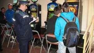 SIGHET: 22 de elevi chiulangii sancţionaţi ieri de poliţişti