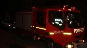 INCENDIU: Acoperişul unei pensiuni din Sighet a fost distrus de flăcări