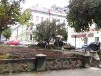 SIGHET - Au început lucrările de reamenajare a parcului din fața Primăriei și de amplasare a statuii lui Taras Șevcenko