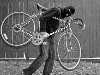 SIGHET: Bicicletă furată din scara unui bloc