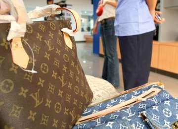 SIGHET: Reprezentanţii a două firme s-au ales cu dosare penale după ce au vândut bunuri contrafăcute