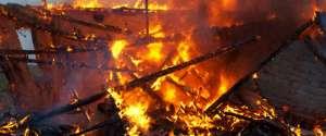 SIGHET: Incendiu devastator la o fabrică de cherestea de pe strada Dobăieş (VIDEO)
