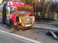SIGHET: SMURD-ul care se îndrepta spre accidentul de la Ocna Şugatag, implicat într-un alt accident cu două victime