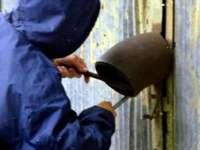 SIGHET: Tânăr suspectat de comiterea unui furt dintr-un garaj, reţinut de poliţişti