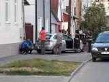 FOTO & VIDEO: SIGHET - Un autoturism a avariat o țeavă de gaz pe strada Zimbrului, existând riscul de explozie