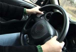 SIGHET: Un tânăr s-a ales cu dosar penal după ce s-a urcat la volan fără a deţine permis de conducere