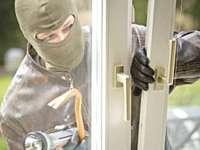 SIGHET: Uşi şi geamuri termopan furate de un tânăr din Rona de Sus