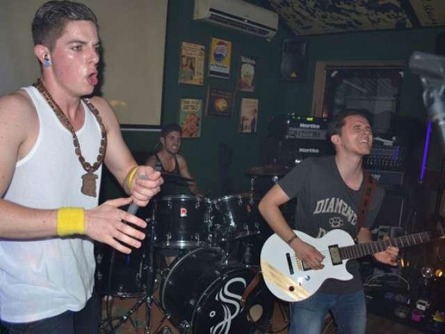 Mega show aseara in Friends Pub