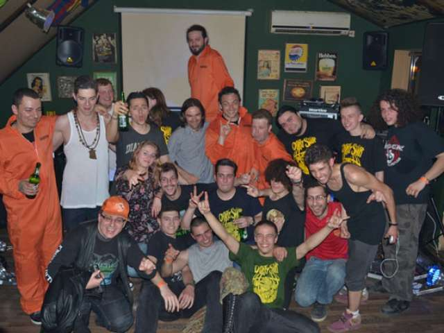 Mega show aseara in Friends Pub