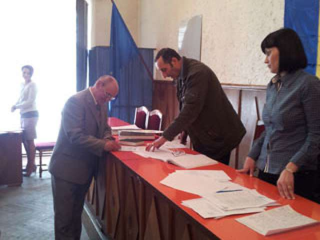În sfârşit Consiliul local Vişeu de Sus are efectiv complet în urma validării a trei consilieri PP-DD  – Vasile Vlaşin, dat în judecată de foştii aleşi locali