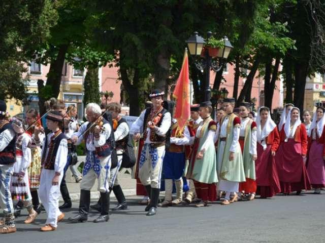 Parada in cadrul manifestarii festivalului-Am fost si-om fi
