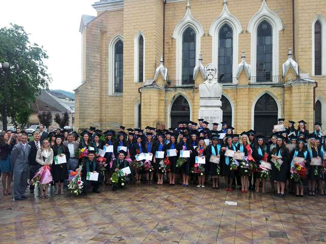 GALERIE FOTO: Curs festiv pentru absolvenții UBB - extensia Sighet