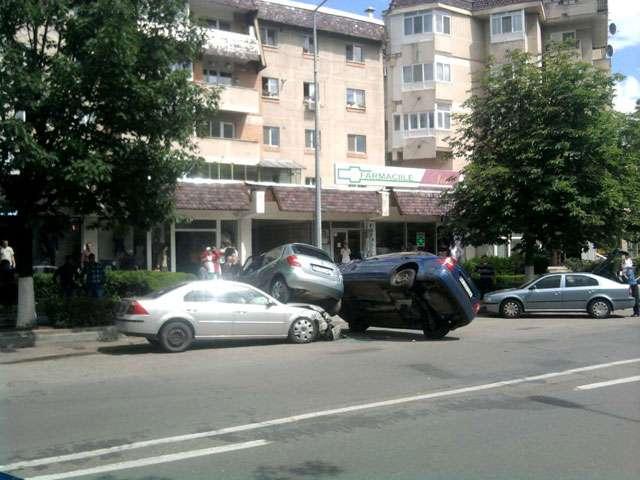 Accident spectaculos in Campina, trei masini implicate
