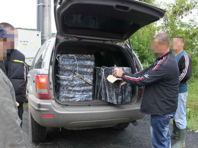 Focuri de arma, urmariri in trafic, sase persoane depistate si 18.000 pachete tigari de contrabanda