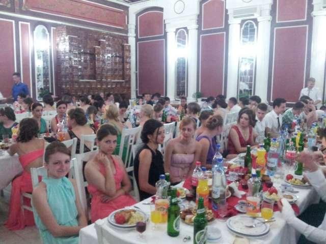 GALERIE FOTO - Vine Vacanța mare! Absolvenții claselor a XII-a și-au luat la revedere de la școală și profesori