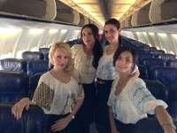 Stewardesele Blue Air promovează, luni, ia românească