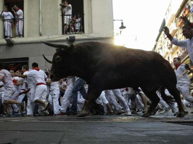 Dezmăț și răniţi în a 7-a zi a curselor cu tauri din Pamplona
