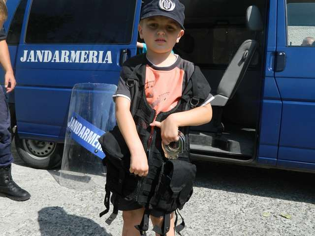 Jandarmii maramureşeni – gazdă pentru un grup de copii
