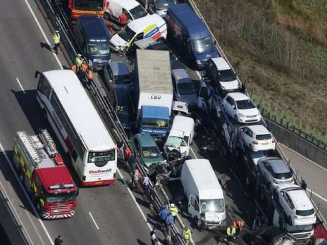 ACCIDENT: Accident grav cu 130 de mașini în Marea Britanie