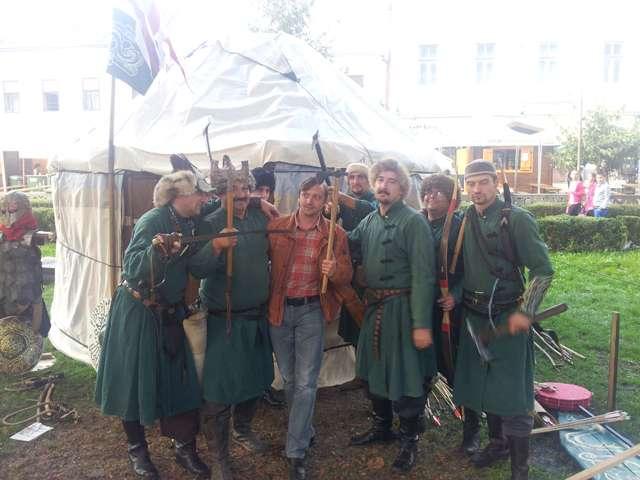 "VIDEO: Echipa SIGHET 247 încurajată de Lupii din pustă la Festivalul medieval ""Aeternus Maramorosiensis"""