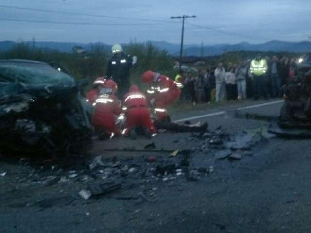 FOTO: Eveniment rutier grav între localităţile Satulung şi Lăpuşel, soldat cu un mort şi trei răniţi