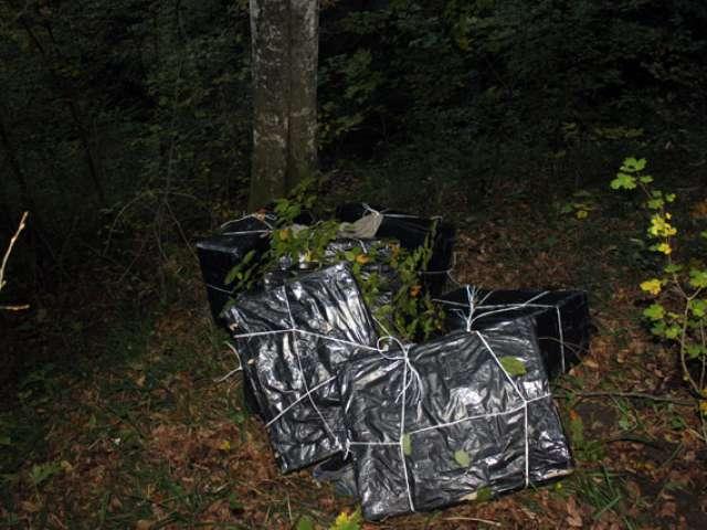 FOTO: Aproximativ 17.000 pachete de ţigări confiscate la Săpânţa, Valea Vişeului şi Ruscova