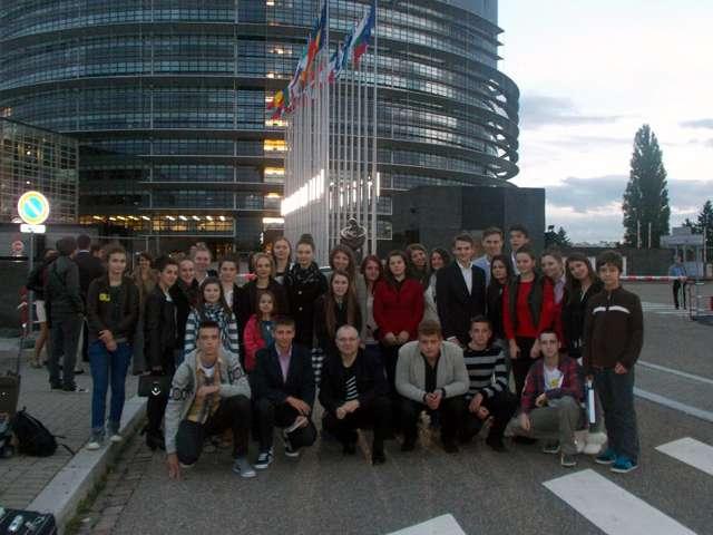 """VIDEO + GALERIE FOTO - Elevii Colegiului Național """"Dragoș-Vodă"""" au reprezentat ROMÂNIA la Strasbourg"""