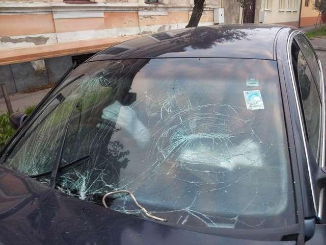 Strada Iuliu Maniu a rămas fără curent după ce un șofer a rupt un stâlp. Autorul accidentului a fugit de la fața locului