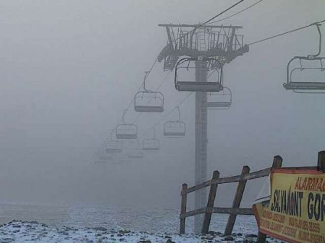 FOTO - A început să ningă în România! Află unde