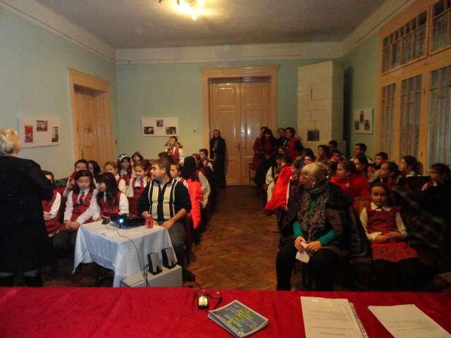 GALERIE FOTO - Centrul Cultural Sighet și-a deschis azi porțile pentru a primi colindători