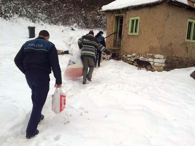 Tăuţii Măgherăuş: Gest caritabil al poliţiştilor în prag de sărbători